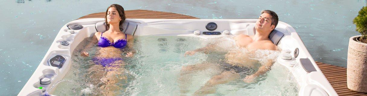 Entspannung im Whirlpool Wellis EveRest Start