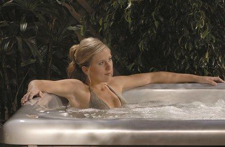 Entspannung pur im Whirlpool MAAX Spas 581