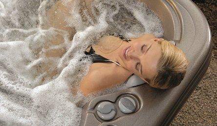 Entspannung pur im Whirlpool MAAX Spas 781