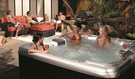 Entspannung pur im Whirlpool MAAX Spas 470