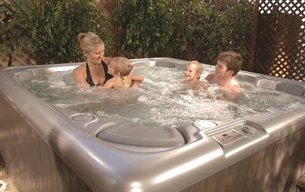 Entspannung pur im Whirlpool MAAX Spas 480